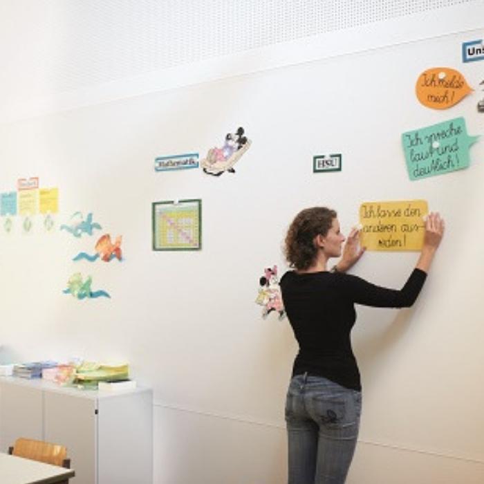 papier peint aimanté utilisé à école pour enseigner