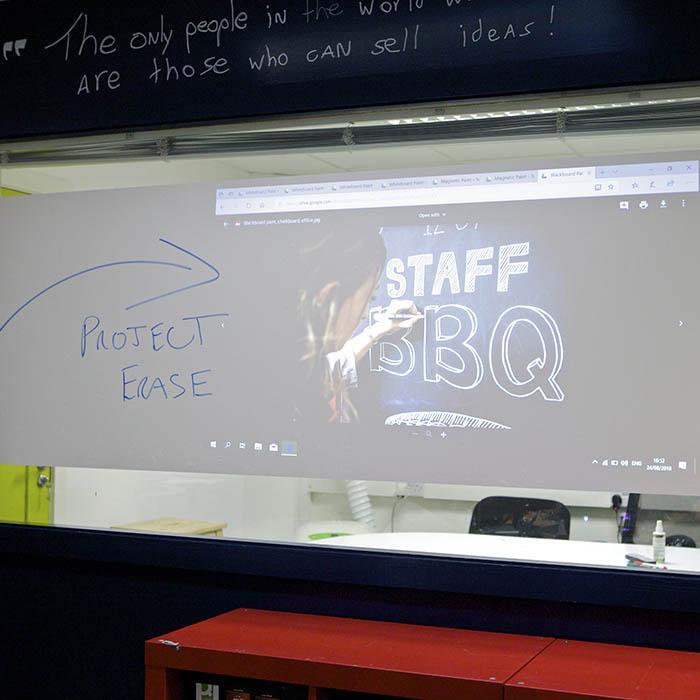 Écrire et projeter sur film autocollant tableau blanc projetable smart