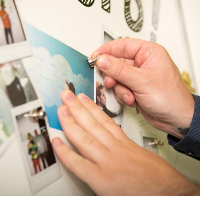 client qui a créé un mur aimanté avec le plâtre magnétique