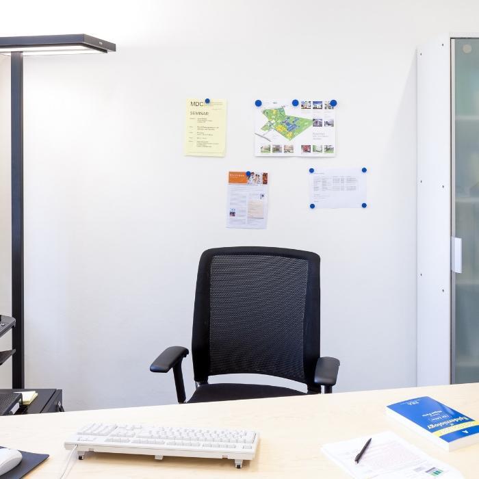 mur aimanté blanc au bureau